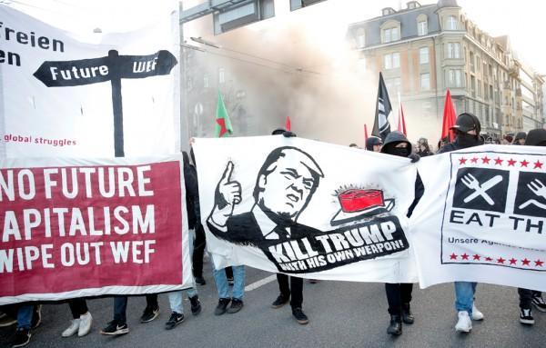 Протест во Берн против доаѓањето на Трамп во Давос
