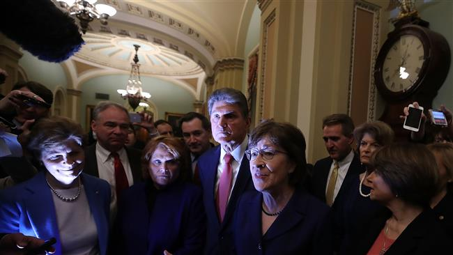 Сенатот на САД постигна договор и изгласа крај на блокадата на владата