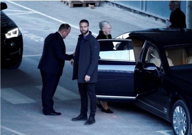 Се влошува здравјето на данскиот принц, семејството се собира