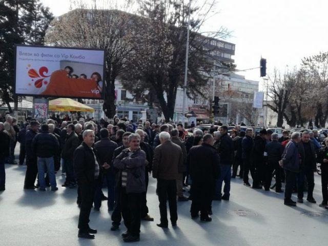 """Штрајк на вработените во """"Еурокомпозит"""", бараат исполнување на ветувањата"""