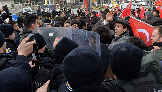 САД и Турција договориле заеднички механизам во Сирија, во Анкара антиамерикански протести