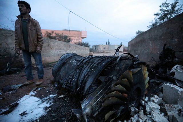 (ФОТО и ВИДЕО) Сириски бунтовници собориле руски авион, пилотот го убиле во престрелка