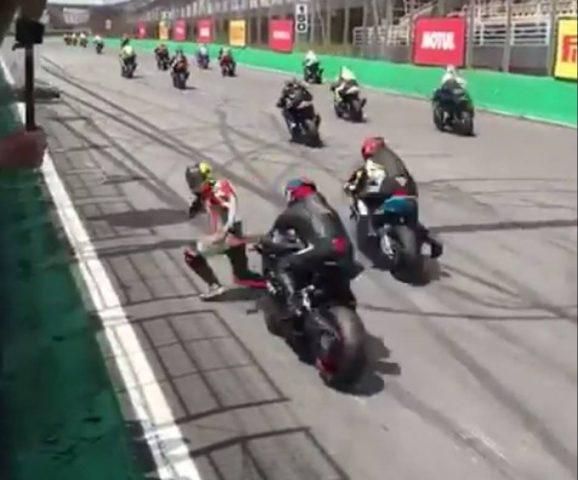 (ВИДЕО) Мотоциклист за влакно ја избегна смртта
