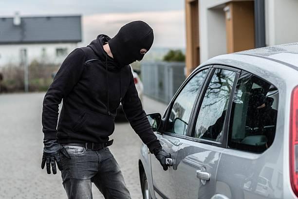 Му влегле во двор па му го украле автомобилот