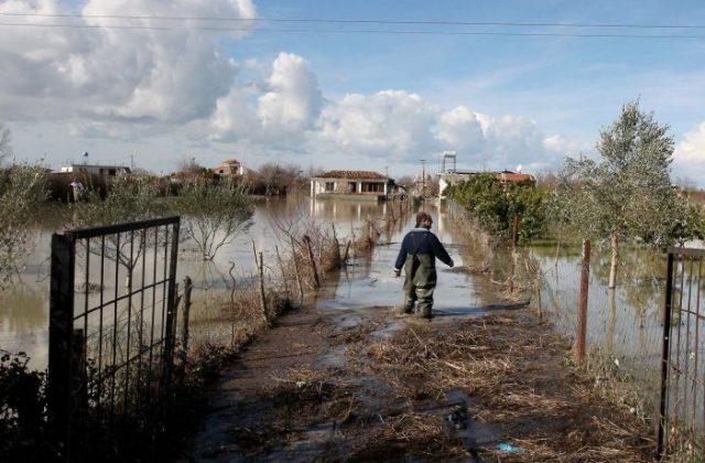 Поплавени делови од Албанија по отворањето на вентилите на хидроцентралите на Дрим