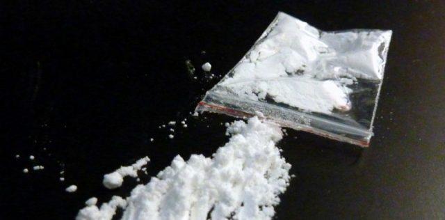 Фрлиле од автомобил кеса со кокаин за да не ги фати полиција