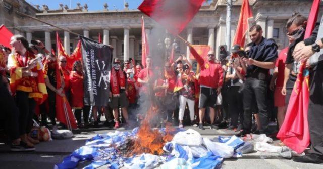 Грците од Австралија ќе тужат за запаленото знаме на протестите