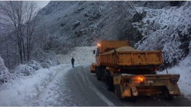Забрана за движење на тешки товарни возила на Пресека