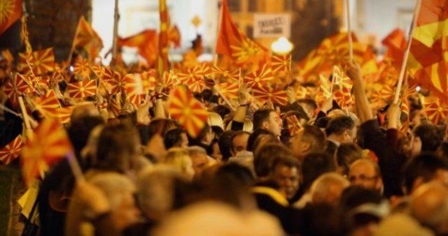 """Протест за името на плоштадот """"Македонија"""" во Скопје"""