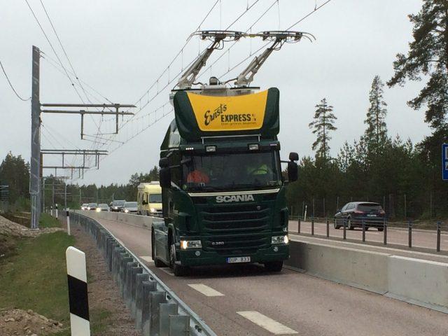 Во Шведска пуштен пат што полни електрични автомобили