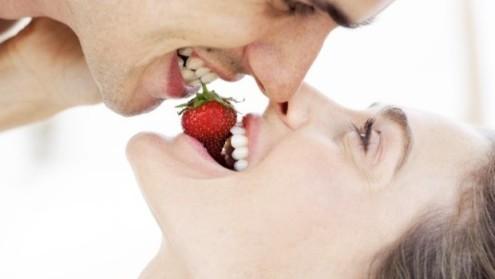 Сезона на јагоди е, искористете ги за подобар секс