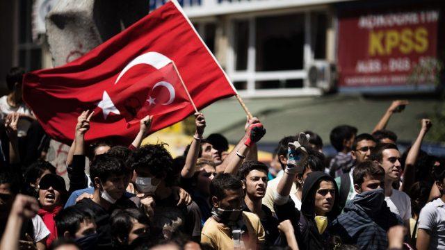 На протести во Истанбул запалени знамиња на САД и на Израел