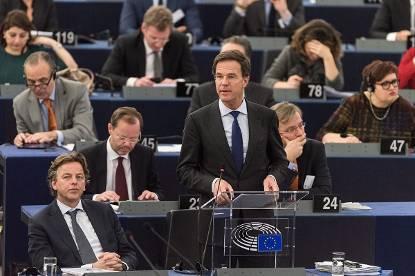 Холандскиот премиер ја повикува ЕУ да се обедини против Трамп