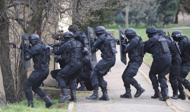 Тигрите на колена, 30 припадници на специјалната единица преместени во кучкара