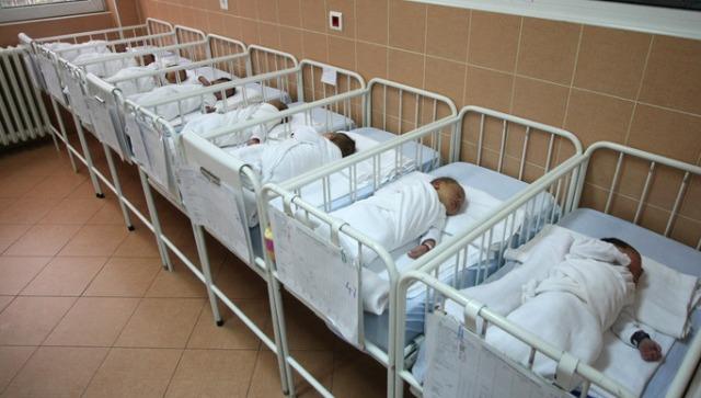 Деветмина уапсени во Атина за трговија со бебиња