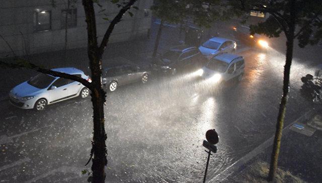(ВИДЕО) Околу 1.600 Французи евакуирани поради поројни дождови