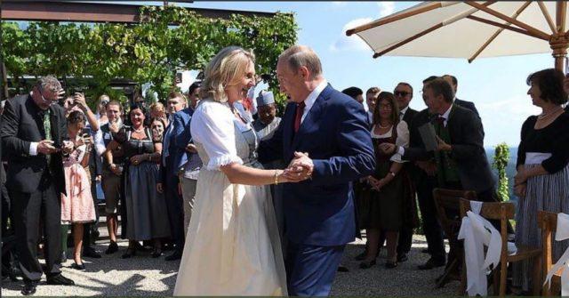 (ВИДЕО) Путин танцуваше со шефицата на австриската дипломатија на нејзината венчавка