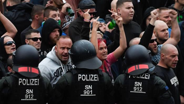 Десницата и левицата на спротиставени протести во Кемниц