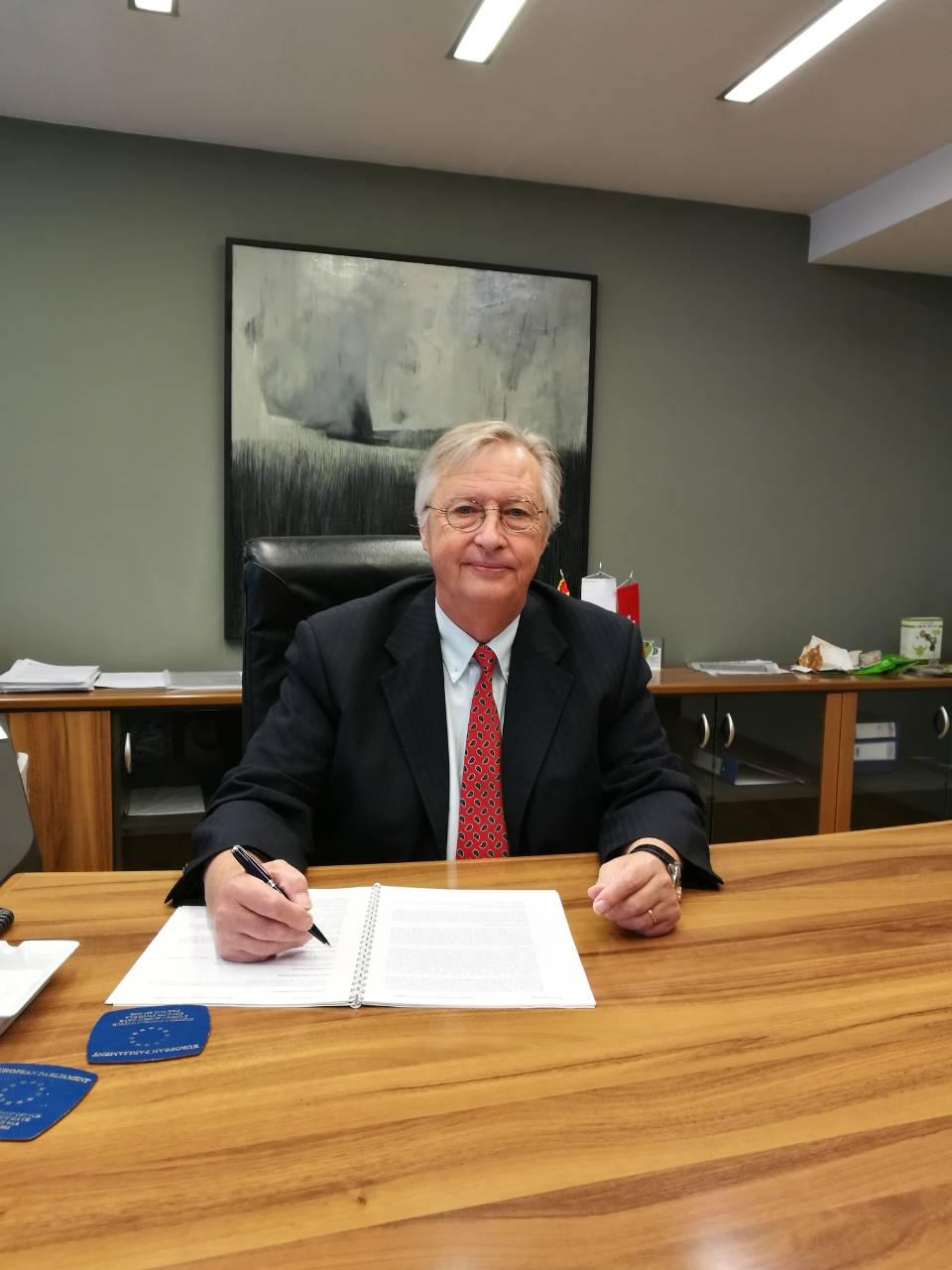 Интервју со г-дин Ролф Шнебели – Претседател на Управниот одбор на Силк Роуд Банка АД Скопје