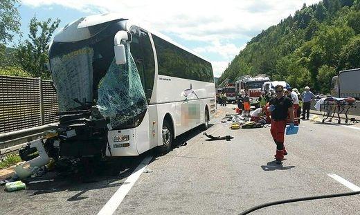 МНР: Двајца македонски патници се тешко повредени, a шест полесно