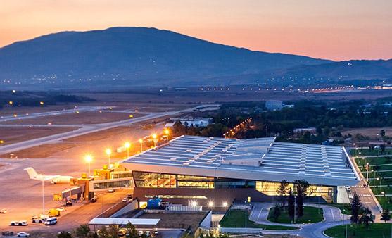 Уапсен маж на скопскиот аеродром поради оружје