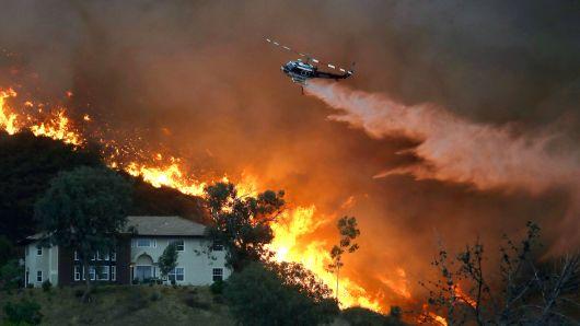 Видео Се бројат првите жртви од пожарот во Калифорнија