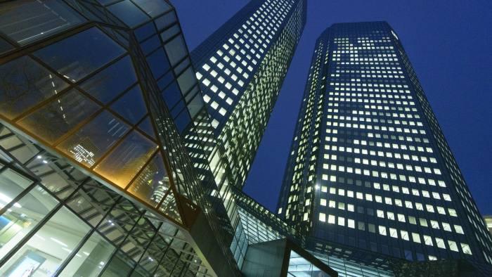 Нов извештај за перење пари во Deutsche Bank